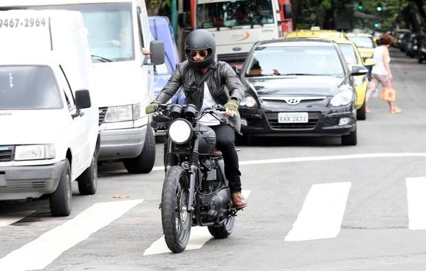 David Beckhan passeia de moto no RJ (Foto:  André Freitas/AgNews)