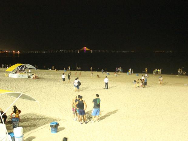 Praia da Ponta Negra tornou-se ponto de lazer durante a noite em Manaus (Foto: Mônica Dias/G1 AM)