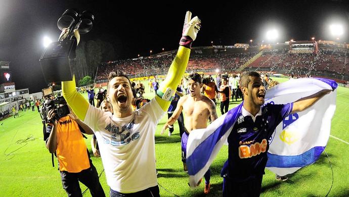 Fábio comemoração Cruzeiro contra o vitória (Foto: Marcos Ribolli)