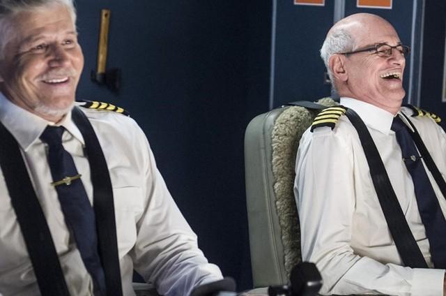 Miguel Falabella (Vadeco) e Marcos Caruso (Durval) numa cena de 'Brasil a bordo' (Foto: TV Globo / Maurício Fidalgo)