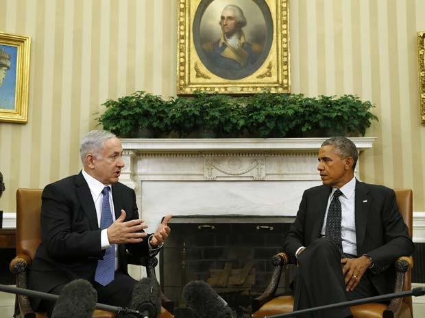 O primeiro-ministro israelense, Benjamin Netanyahu, conversa com Barack Obama na Casa Branca, em Washington, nesta quarta-feira (1º) (Foto: REUTERS/Kevin Lamarque)