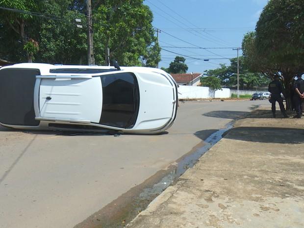 Por alguns minutos o acesso das duas vias ficou interditado, mas foi liberado em seguida (Foto: Rede Amazônica/Reprodução)
