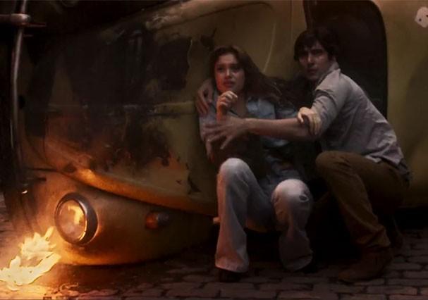 Alice e Renato no meio de uma guerra na ditadura (Foto: Reprodução/TV Globo)
