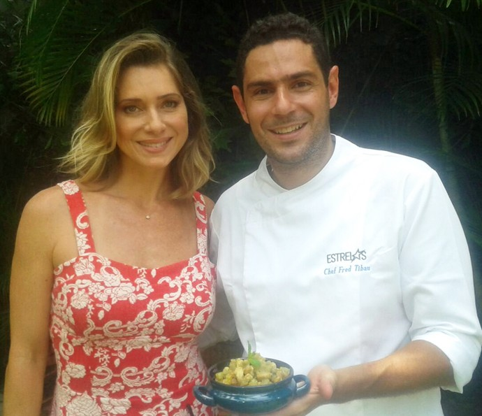 Letícia Spiller posa com o chef do Estrelas, Fred Tibau (Foto: Divulgação/Fred Tibau)