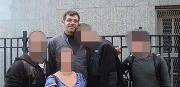 "Sean Shainak era querido por falar ""a língua dos alunos"". Entre 2011 e 2014, abusou sexualmente de estudantes entre 13 e 19 anos (Foto: Reprodução/ Facebook)"