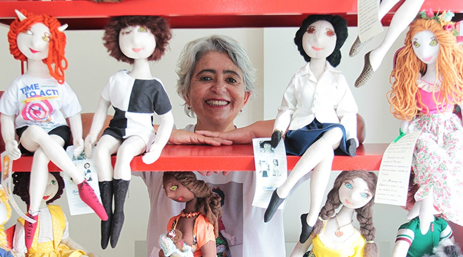 Maria Amaziles Rocha Lopes, a Maria Zi, faz as bonecas manualmente (Foto: Agência Sebrae)
