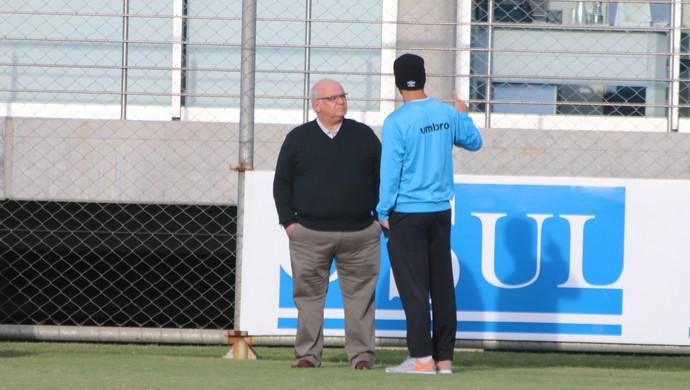 Romildo Bolzan Junior presidente do Grêmio Maicon capitão (Foto: Eduardo Moura/GloboEsporte.com)