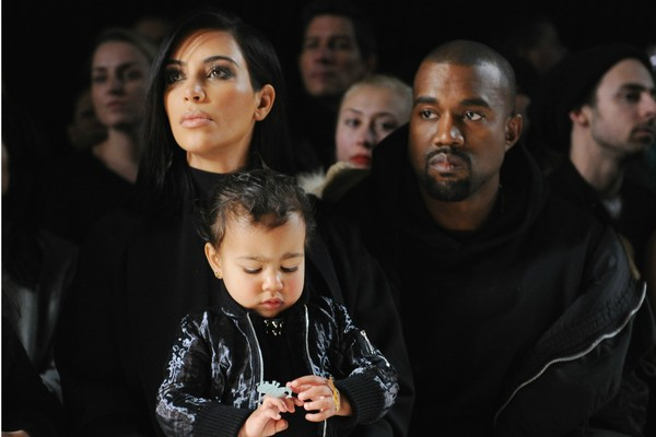 Kim Kardashian, Kanye West e a pequena North West (Foto: Getty Images)