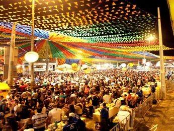 Multidão lota praça dos mercados na 2ª noite do Forró Caju em Aracaju (Foto: Divulgação/André Moreira/PMA)