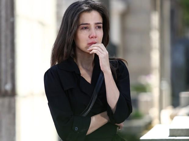Cora quer dar último beijo em José Alfredo (Foto: Raphael Dias/ Gshow)