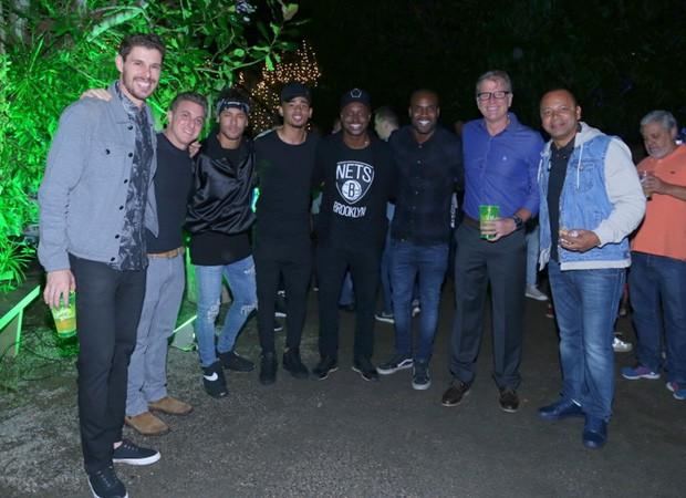 Bruninho, Huck, Neymar Jr, Gabriel Jesus, Thiaguinho, Rafael Zulu, Bernardinho e Neymar (Foto: Anderson Borde/Agnews)