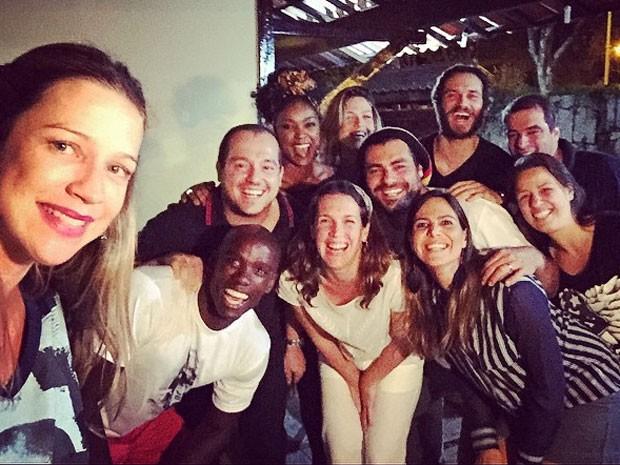 Luana Piovani com amigos em churrasco no Rio (Foto: Instagram/ Reprodução)