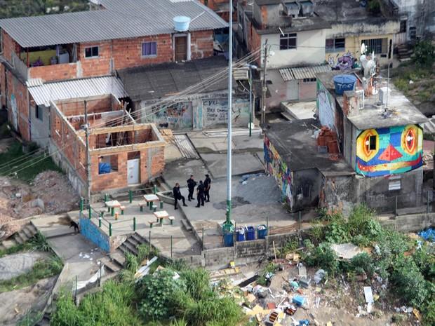 Vista aérea da operação contra o tráfico realizada pela Polícia Civil no Morro da Providência, Centro do Rio de Janeiro, na manhã do dia 4 de dezembro de 2014. (Foto: Carlos Eduardo Cardoso/Agência O Dia/Estadão Conteúdo)