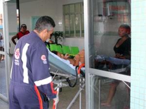 Menina foi levada para o hospital Tarcísio Maia, em Mossoró (Foto: Marcelino Neto/G1)