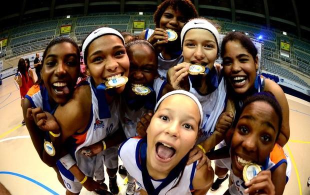 Campeãs basquete Santa Mônica Olimpíadas Escolares do Rio de Janeiro  (Foto: Ari Gomes)