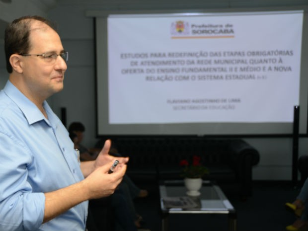 Flaviano Agostinho de Lima, secretário de Educação, explicou as mudanças  (Foto: Assis Cavalcante)