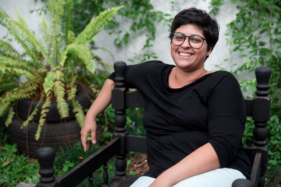 A ilustradora Thaiz Leão fala sobre maternidade real em suas tirinhas do projeto