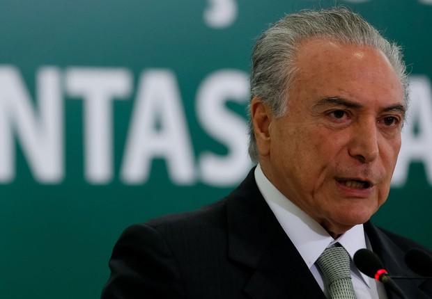 O presidente Michel Temer anuncia o calendário de saques das contas inativas do FGTS (Foto: Beto Barata/PR)