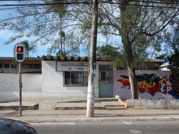 Escola assaltada no bairro de Itapuã, em Salvador (Foto: Ruan Melo/G1 BA)