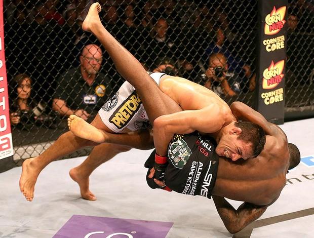 Rafael dos Anjos e Anthony Njokuani, UFC (Foto: Agência Getty Images)