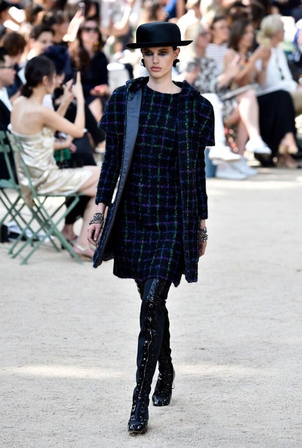 Chanel desfila coleção outono-inverno 2017/2018 (Foto: Getty Images)