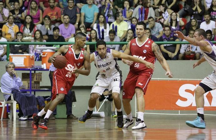 Mogi x Pinheiros - Jogo 4 - NBB (Foto: Cleomar Macedo)