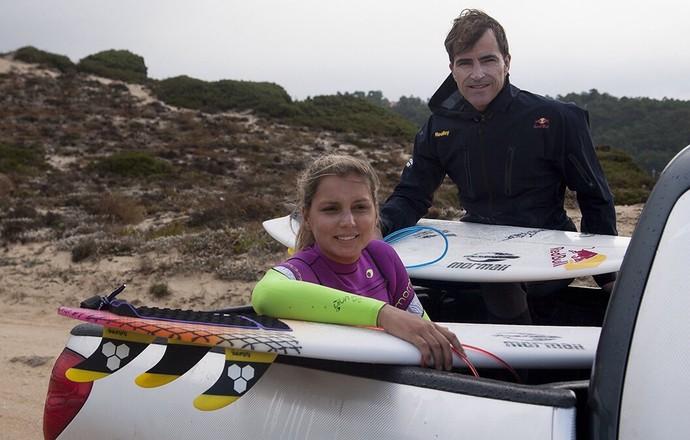 Maya Gabeira e Carlos Burle em Nazaré (Foto: Divulgação)