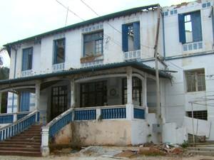 Hotel que servia de quartel aos paulistas em 1932 está abandonado (Foto: Eder Ribeiro/EPTV)