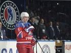 Putin comemora aniversário de 63 anos com jogo de hóquei sobre gelo