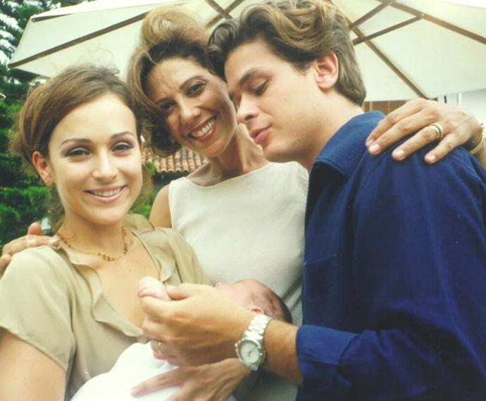 A atriz nos bastidores de Por Amor (1997), junto de Gabriela Duarte e Fábio Assunção (Foto: Cedoc)