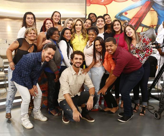Plateia do programa com os apresentadores  (Foto: Fábio Rocha/Gshow)