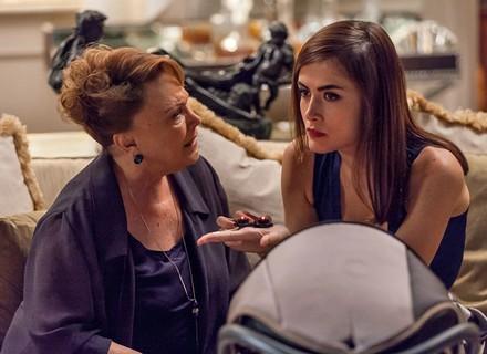 Izabelita encontra escutas em casa e deixa Margot preocupada