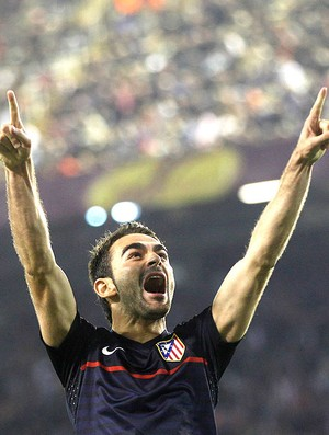 Adrian Lopez Comemorando - Valencia X Atletico Madrid (Foto: Ag. Reuters)