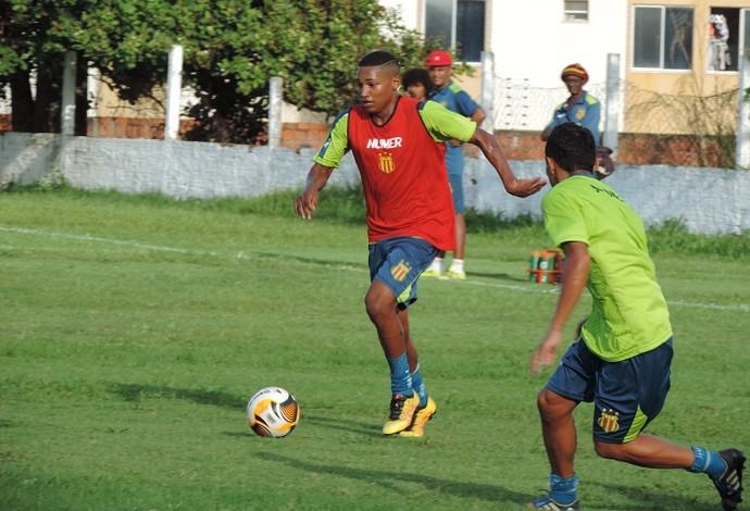 Rotatividade de posições tem sido a aposta do técnico Vinícius Saldanha (Foto: Sampaio /  Divulgação)