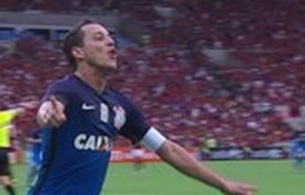 BLOG: Out of the blue! Rodriguinho aparece na área para marcar; confira em inglês