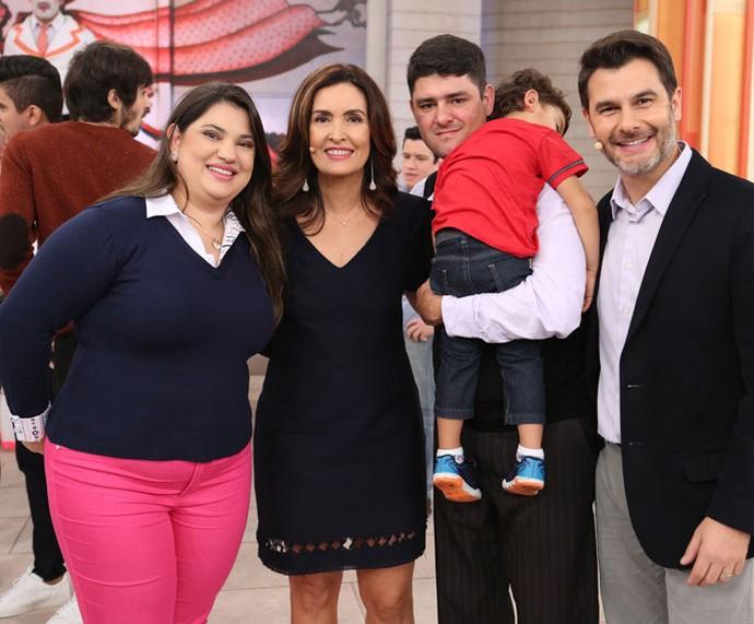 Convidados que participaram do programa com a apresentadora e o Dr. Fernando (Foto: Fabiano Battaglin/Gshow)