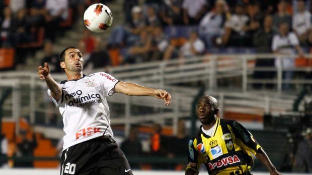 danilo corinthians x deportivo tachira (Foto: Gustavo Tilio / GLOBOESPORTE.COM)