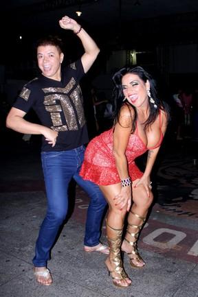 Solange Gomes e David Brazil em ensaio na quadra da Porto da Pedra, em São Gonçalo, no Rio de Janeiro (Foto: Rodrigo dos Anjos/ Ag. News)