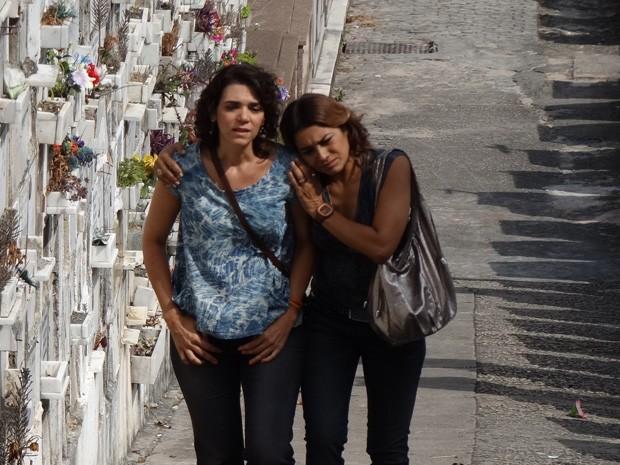 A mãe de Morena acompanha a amiga na difícil missão (Foto: Salve Jorge/TV Globo)