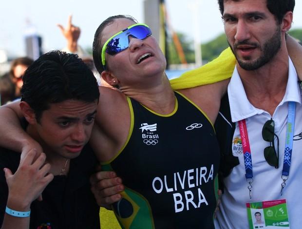 Pamella Oliveira carregada Pan (Foto: Luiz Pires / VIPCOMM)