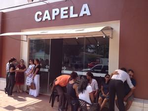 Corpos foram velados em capelas, casas de familiares e no Sindsep (Foto: Abinoan Santiago/G1)