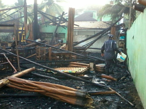 Lugar ficou destruído após o incêndio (Foto: Divulgação/Corpo de Bombeiros)