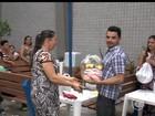 Terceirizados do IFPI com salários atrasados recebem cestas básicas
