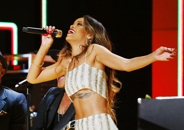 Rihanna se apresenta no Grammy (Foto: Agência Reuters)