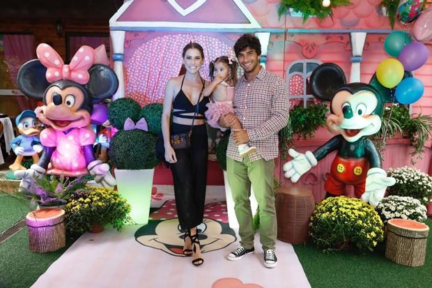 Deborah Secco, Hugo Moura e Maria Flor (Foto: Felipe Panfili)
