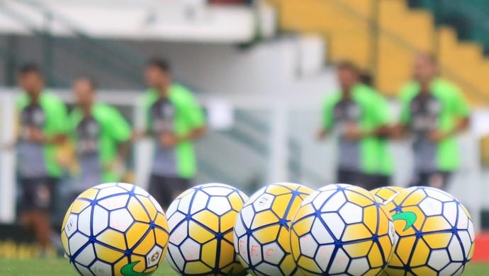 Figueirense apresenta bola (Foto: Luiz Henrique/Figueirense FC)