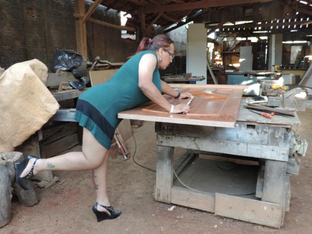 Empresária abusa do 'glamour' e da 'feminilidade' durante o trabalho em Itapetininga (Foto: Caio Silveira/G1 Itapetininga)