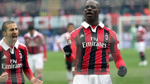 Balotelli Milan Palermo pênalti gol (Foto: AP)