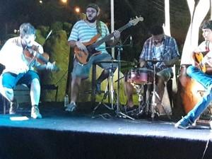 Show musical apresentou músicas das quais Júnior mais gostava (Foto: Dalyne Barbosa/TV Clube)