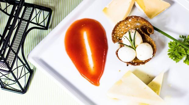 A Amelie Creperie é um bistrô que oferece pratos da culinária francesa - mas com um toque brasileiro (Foto: Reprodução/Facebook)